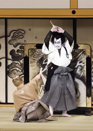 『裏表先代萩』右から仁木弾正=尾上菊五郎、渡辺外記左衛門=中村東蔵