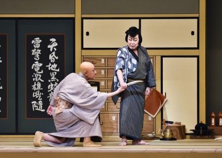 『裏表先代萩』右から下男小助=尾上菊五郎、大場道益=市川團蔵